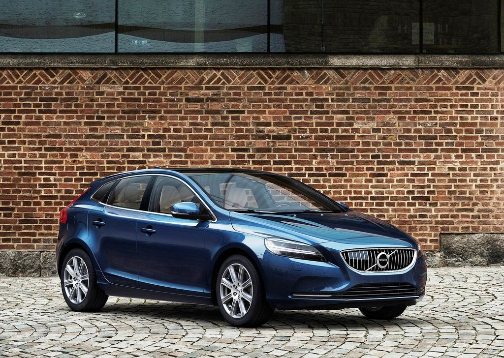 2017 Volvo V40 and Volvo V40 Cross Country launched in India; prices start at INR 27 lakh