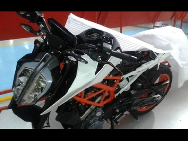 2017 KTM 390 Duke spied: Gets 1290 SuperDuke Inspired headlight