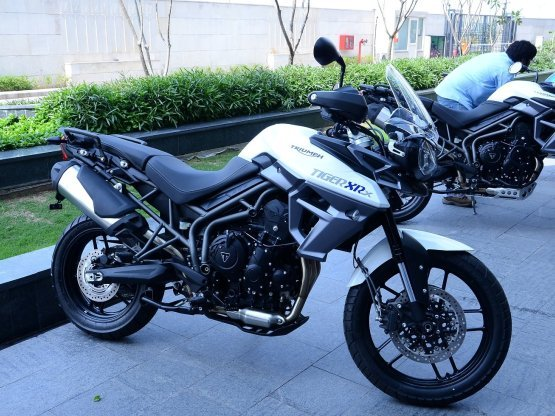 Triumph Tiger 800 XRx Launched: Triumph prices Tiger 800 XRx at INR ...