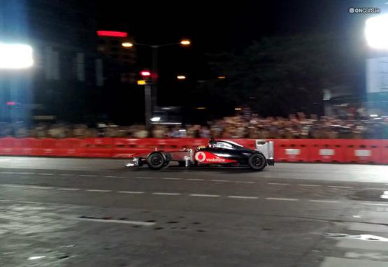 Lewis Hamilton goes all out to woo Mumbaikars; guns Formula 1 car on the streets