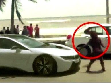 Shah Rukh Khan His New Bmw I8 Attacked By Begger In Mumbai Video