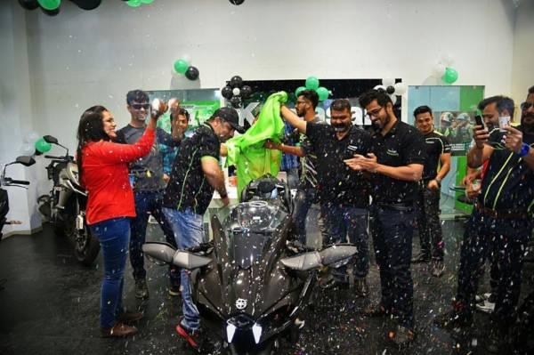 Indias First Kawasaki Ninja H2 Carbon Lands In Ahmedabad Find New