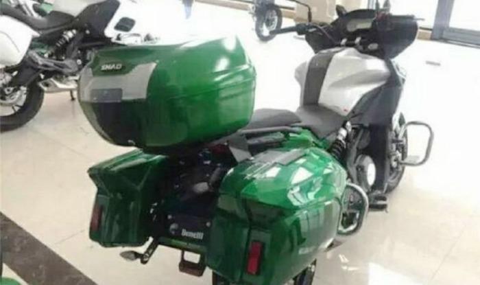 Benelli 300cc Sport Tourer Rear Profile, Panniers & Top Box