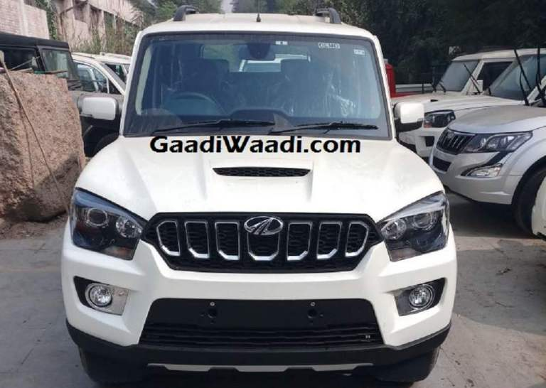 New Mahindra Scorpio 2018 Facelift spotted at dealership stockyard; India Launch likely on November 14
