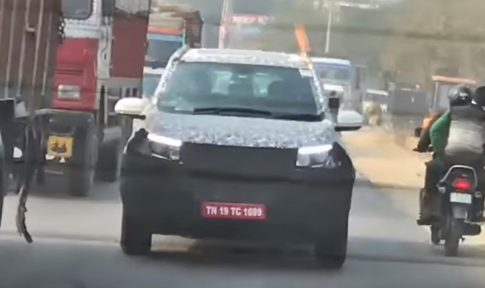 2018 Mahindra XUV500 Facelift Spied Testing Alongside U321 MPV & S201 Compact SUV; Likely to Debut at Auto Expo 2018