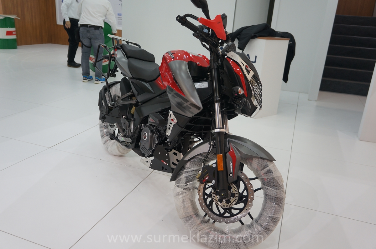 Bajaj-Pulsar-NS-200-with-accessories-front-right-quarter-at-Motobike-Istanbul-2018