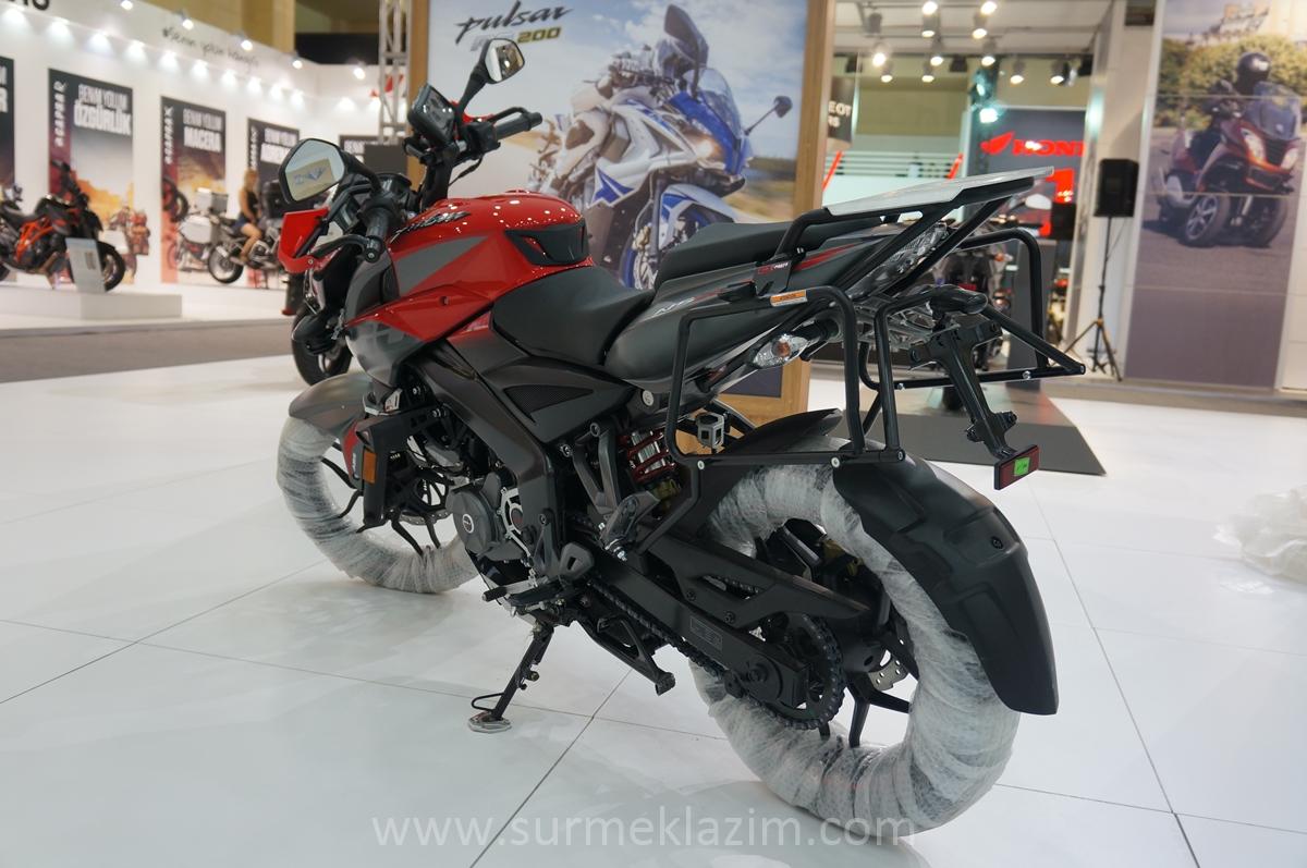 Bajaj-Pulsar-NS-200-with-accessories-rear-left-quarter-at-Motobike-Istanbul-2018