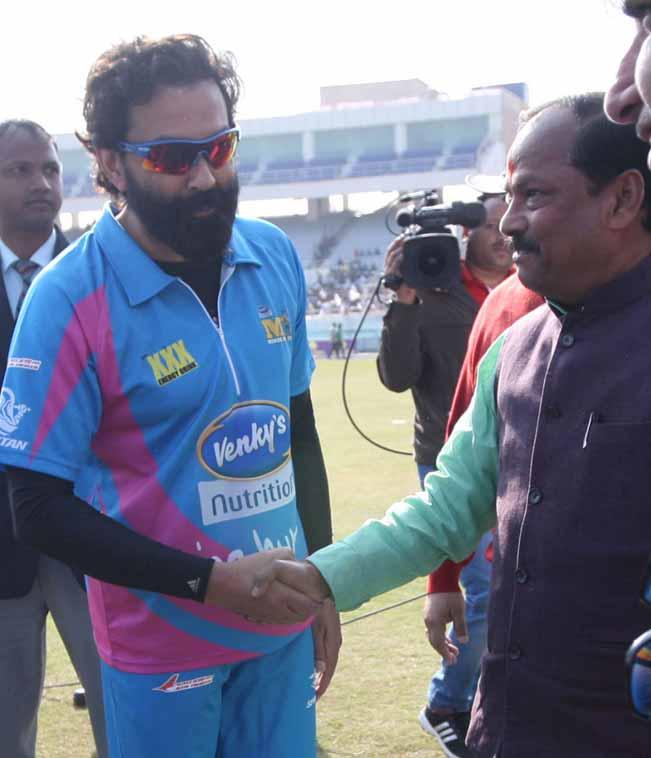 Kerala Strikers vs Mumbai Heroes Highlights CCL 2013