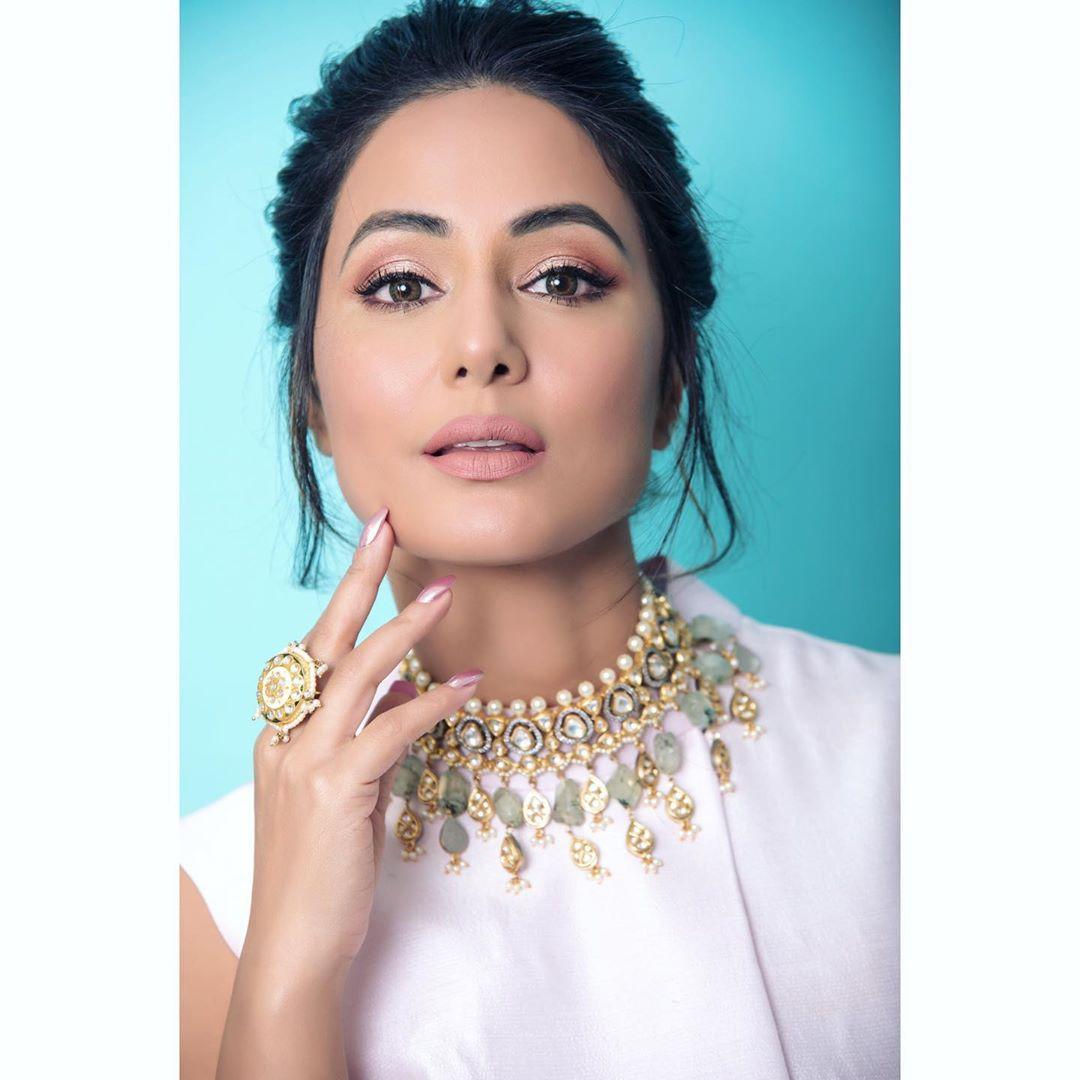 Hina khan 19