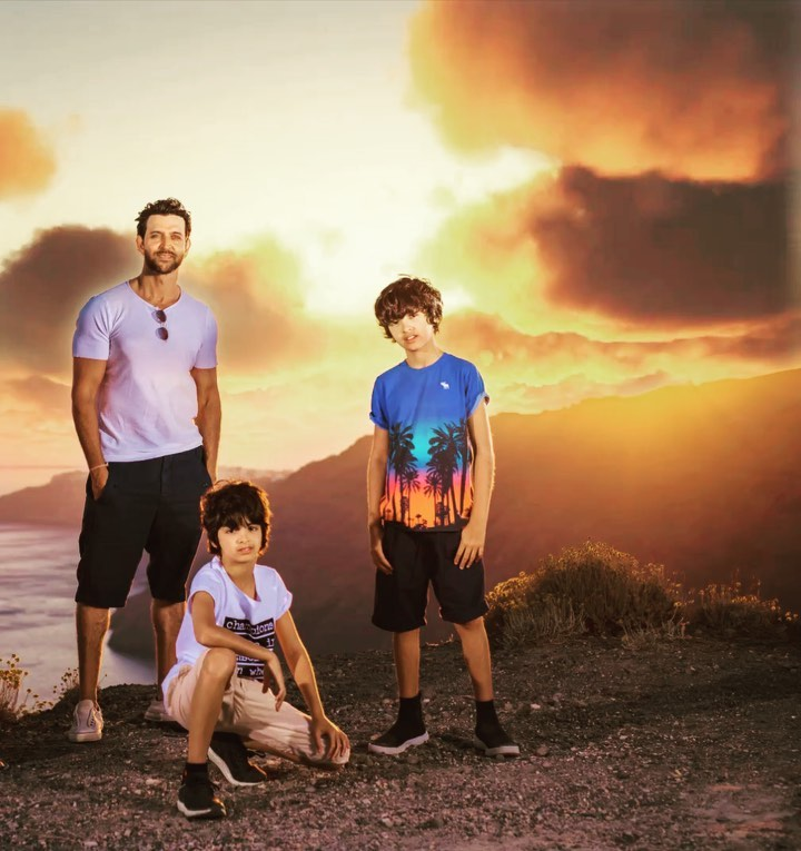 Hrithik roshan and his family 7