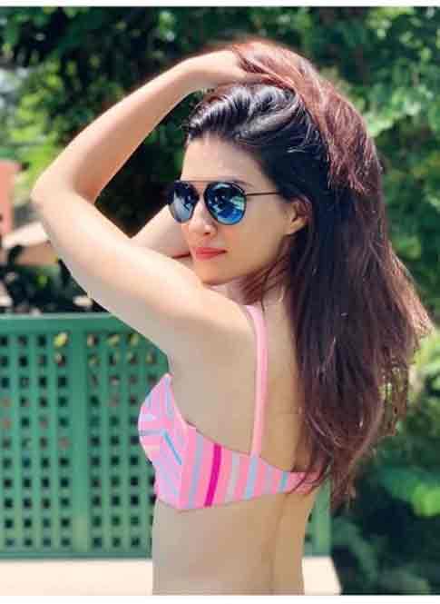 बीच पर बिकिनी पहन कृति सेनन ने मनाया इस खास मौके का जश्न, देखें Photos -  Kriti sanon on sea beach kriti in bikini social media followers bollywood  actress - Latest News