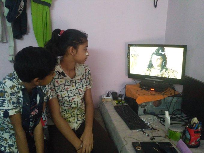 Kids watching ramayan
