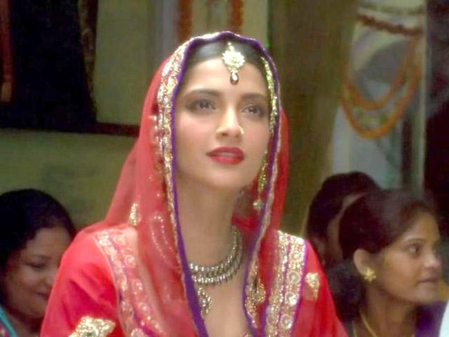 Sonam kapoor as bride in raanjhana 201805 1525345656