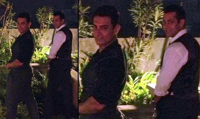 Aamir Khan and Salman Khan pee in public