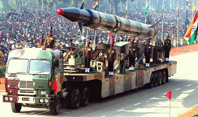 Agni-II_missile_(Republic_Day_Parade_2004).jpeg