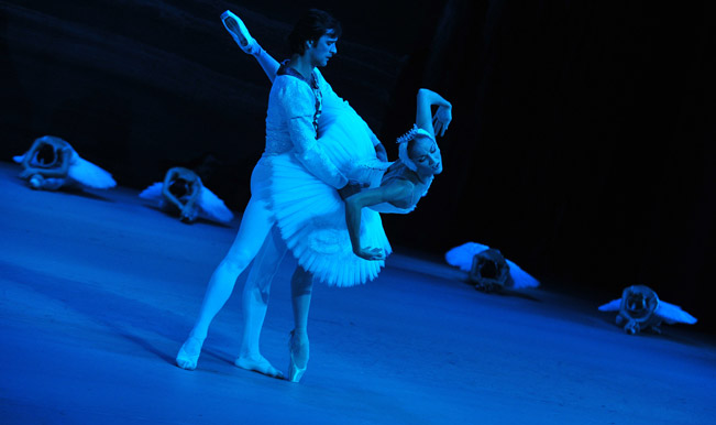 Dancers-rehearse-Swan-Lake-at-Singapore-s