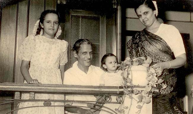 Kavi-Pradeep's-family-at-home-inn-1957---with-minor-Sargam-&-Mitul