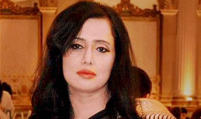 Mehr-Tarar-a-Pakistani-journalist,-at-the-centre-of-a-controversy-involving-Union-Minister-Shashi-Tharoor-and-his-wife.