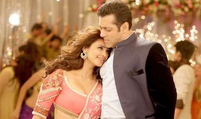 Daisy-Shah-Salman-Khan-in-Jai-Ho
