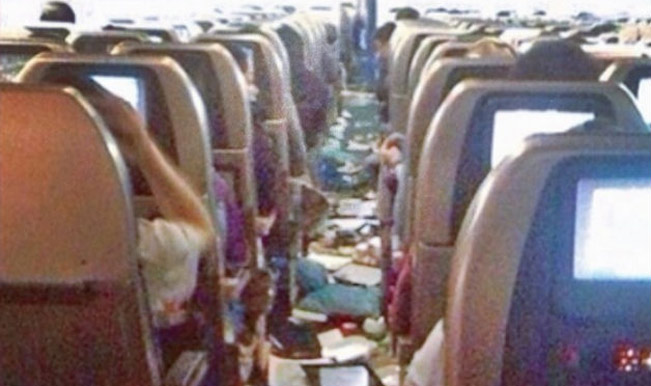 Food-and-personal-belongings-of-passengers-strewn-on-the-walkway-after-the-aircraft-went-into-a-free-fall-Photo-klvn10