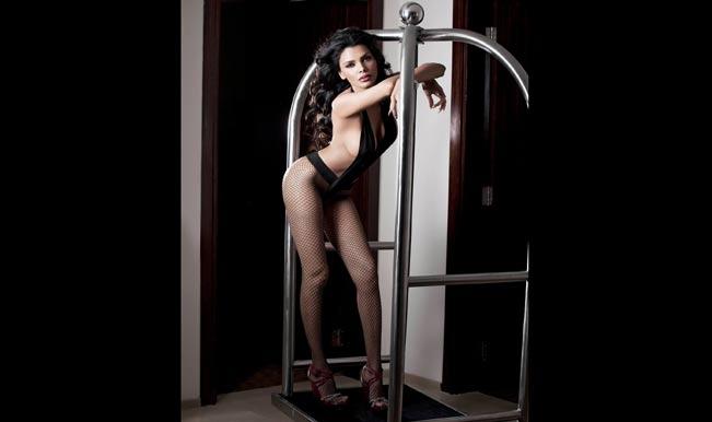 Sherlyn Chopra hot