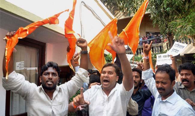 Shiv-Sena-activists-attack-Pakistani-music-band-2