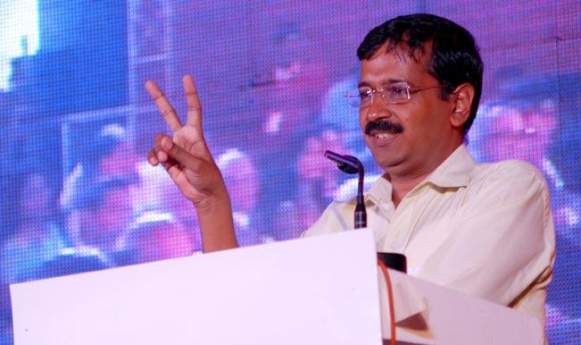 Aam-Aadmi-Party-AAP-leader-Arvind-Kejriwal-at-Sanganer-Airport--1