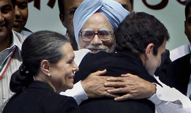 Prime-Minister-Manmohan-Singh-greets-Rahul-Gandhi-2