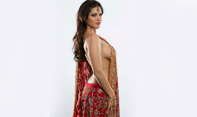 Sunny-Leone-without-clothes---FunBollywood-(5)