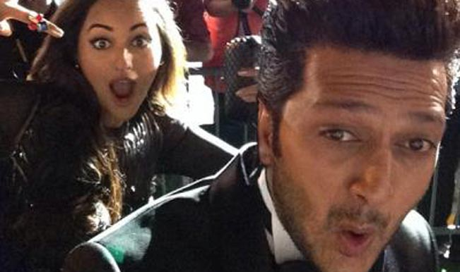 5) Sonakshi: The Photo Bomber!