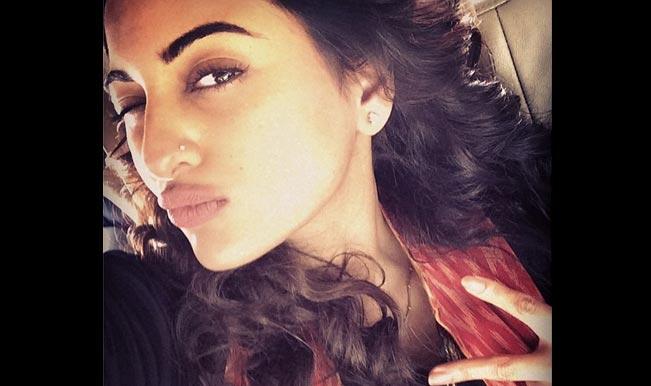 Sonakshi-Sinha-Selfie