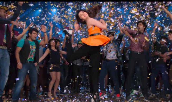 'Lucky Tu Luck Me' from Humpty Sharma Ki Dulhania: Varun Dhawan tries to impress Alia Bhatt!ia