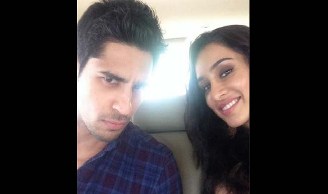 Shraddha Kapoor and Sidharth Malhotra join the 'selfie' bandwagon!