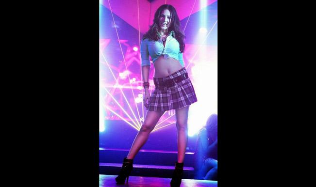 Sunny Leone turns into a sexy 'school girl' for Tamil movie 'Kulfi'