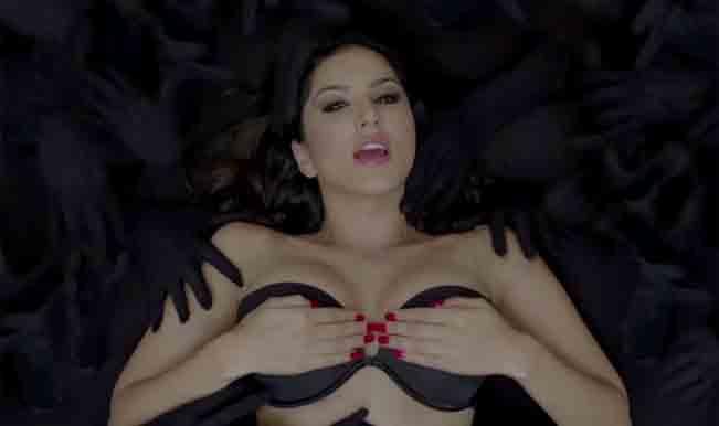 Bhojpuri Baby Doll: Watch Sunny Leone grooving to Bhojpuri track!
