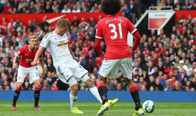 Swansea's Sigurdsson scores the winner against Manchester United in the 72nd minute