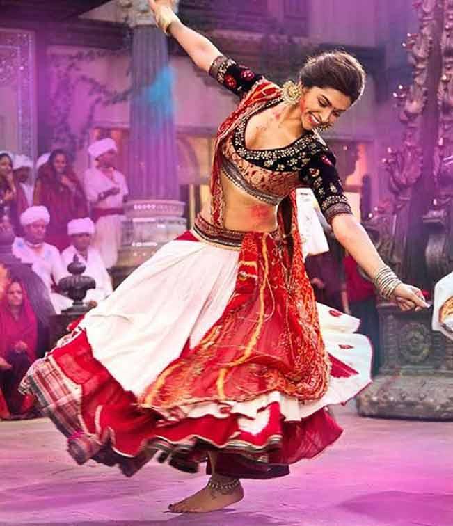 Navratri Garba Song of the Day: Nagada Sang Dhol from Goliyon Ki Raasleela Ram-Leela