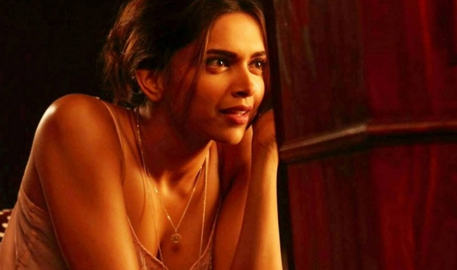 Deepika padukone hot side boobs