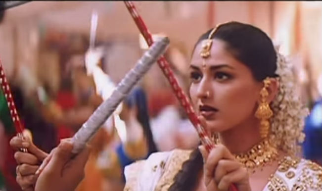 Navratri Garba Song of the Day: Sonali Bendre and Kunal Singh's Chand Aya Hai Zameen Pe from Dil Hi Dil Mein