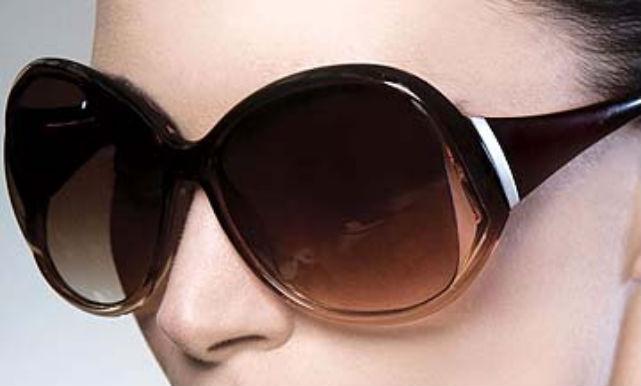 Wear sunglasses to avoid common eye disease