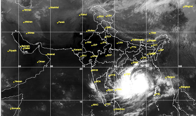 Hudhud Cyclone Live News Updates Ndrf Stops Rescue