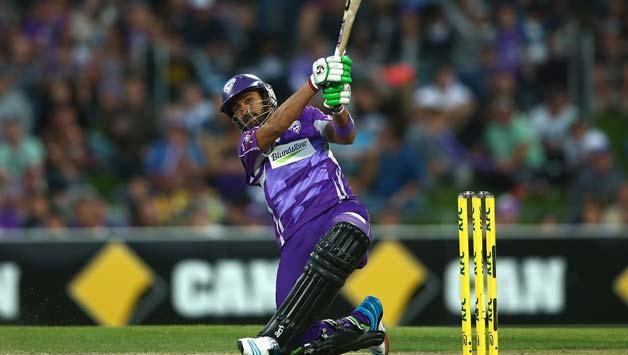Shoaib-Malik-of-the-Hurricanes-hits-a-six-during-the-Big-Bas