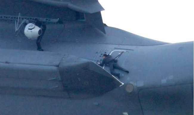 Must See Tom Cruise S Mission Impossible 5 Stunt Strapped To Military Plane Flying At 250mph India Com