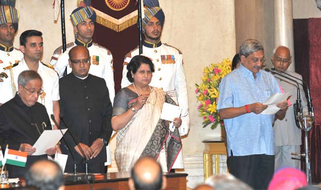 The-President,-Shri-Pranab-Mukherjee-administering-the-oath-as-Cabinet-Minister-to-Shri-Manohar-Parrikar,-at-a-Swearing-in-C