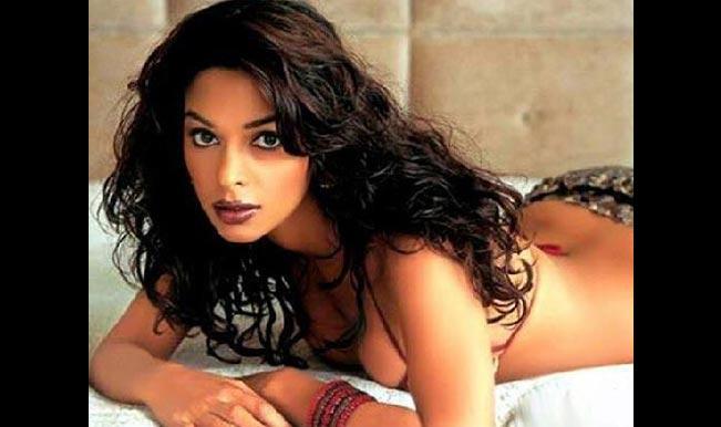 mallika sherawat bold photo