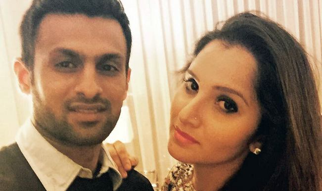 Sania Mirza posts happy picture with husband Shoaib Malik, quelling divorce rumours!