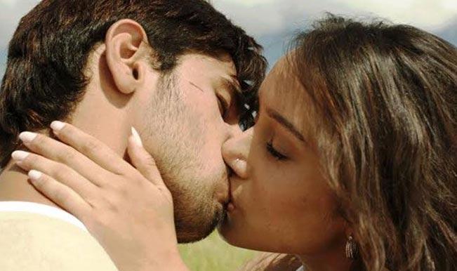 sunny-leone-husband-sexy-kiss