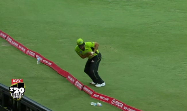 Josh Lalor takes breathtaking yet controversial catch in Big Bash League! Watch Video