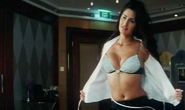 Katrina-kaif-cleavage-in-boom1