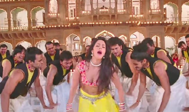 Dirty Politics song Ghaghara: Mallika Sherawat's absolutely thanda item song!